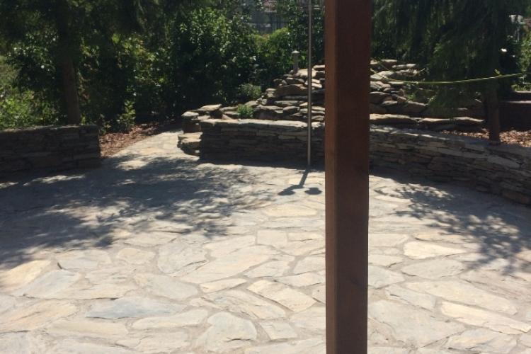 Prace z granitem i łupkiem. Na fotografiach łupek szarogłazowy.